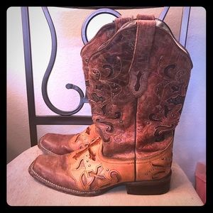 Corral cowboy boots with crosses and studs 10